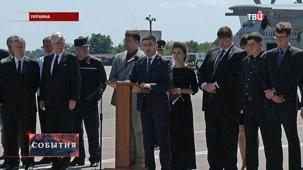 Вице-премьер Украины, председатель госкомиссии по расследованию причин авиакатастрофы Владимир Гройсман