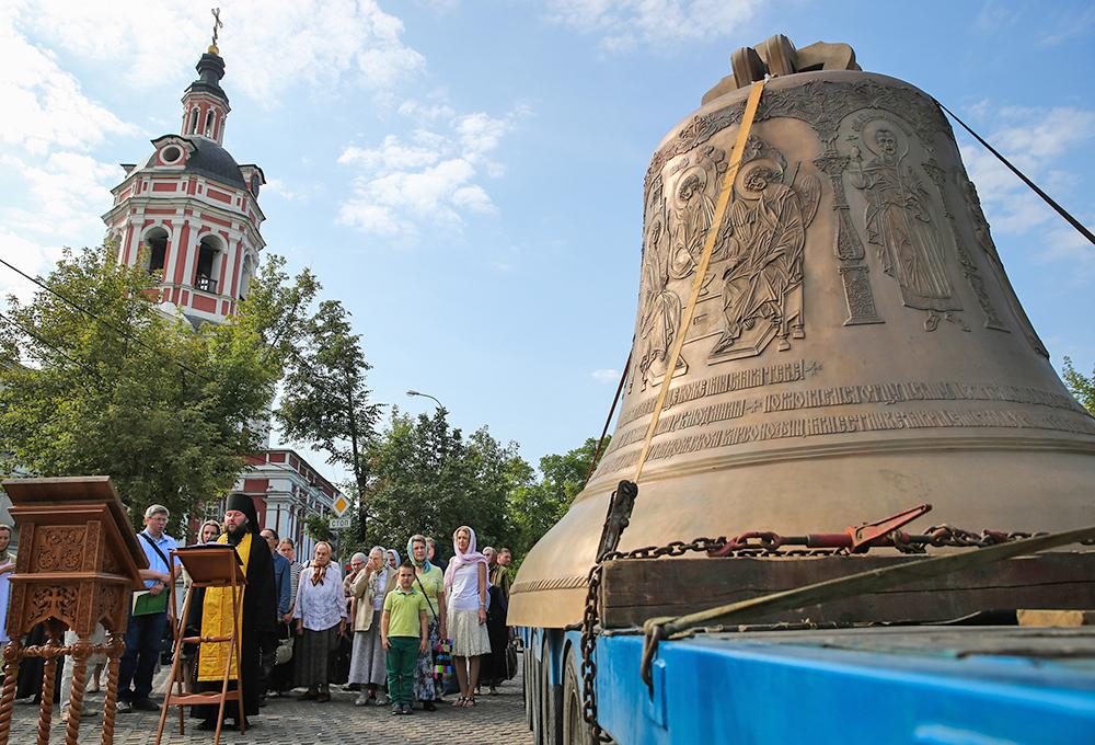 """Колокол """"Александр Невский"""" доставлен на территорию Донского монастыря"""