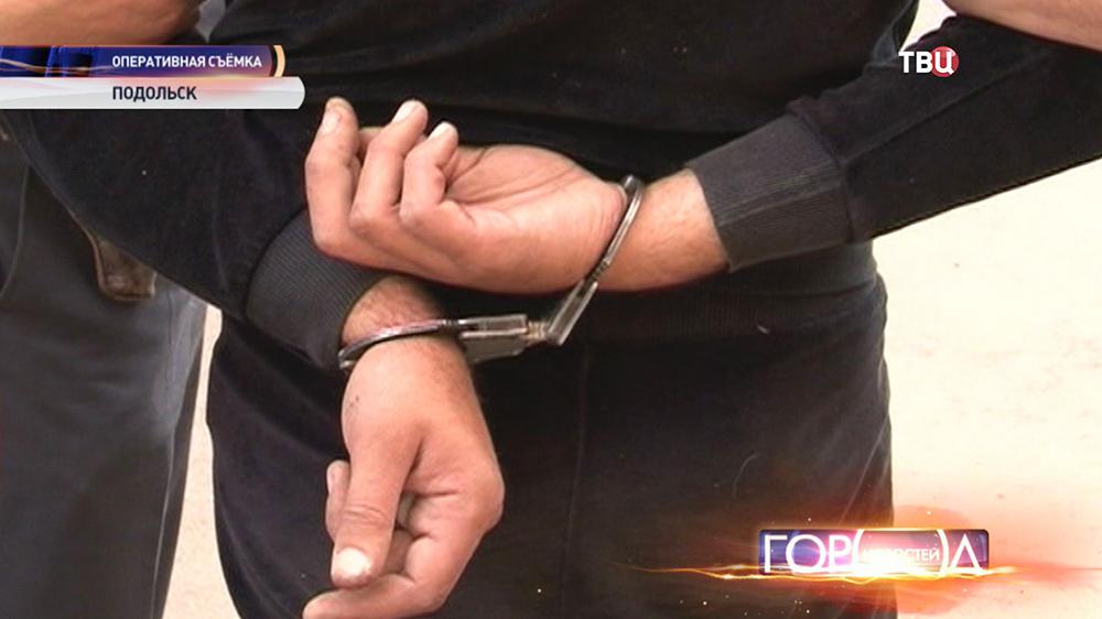 Задержанный в наручниках