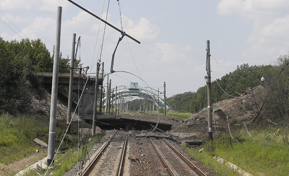 Разрушенное железнодорожное сообщение
