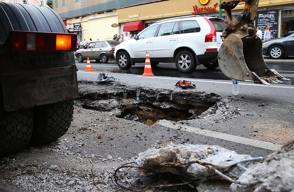 На месте провала грунта на Тверской улице