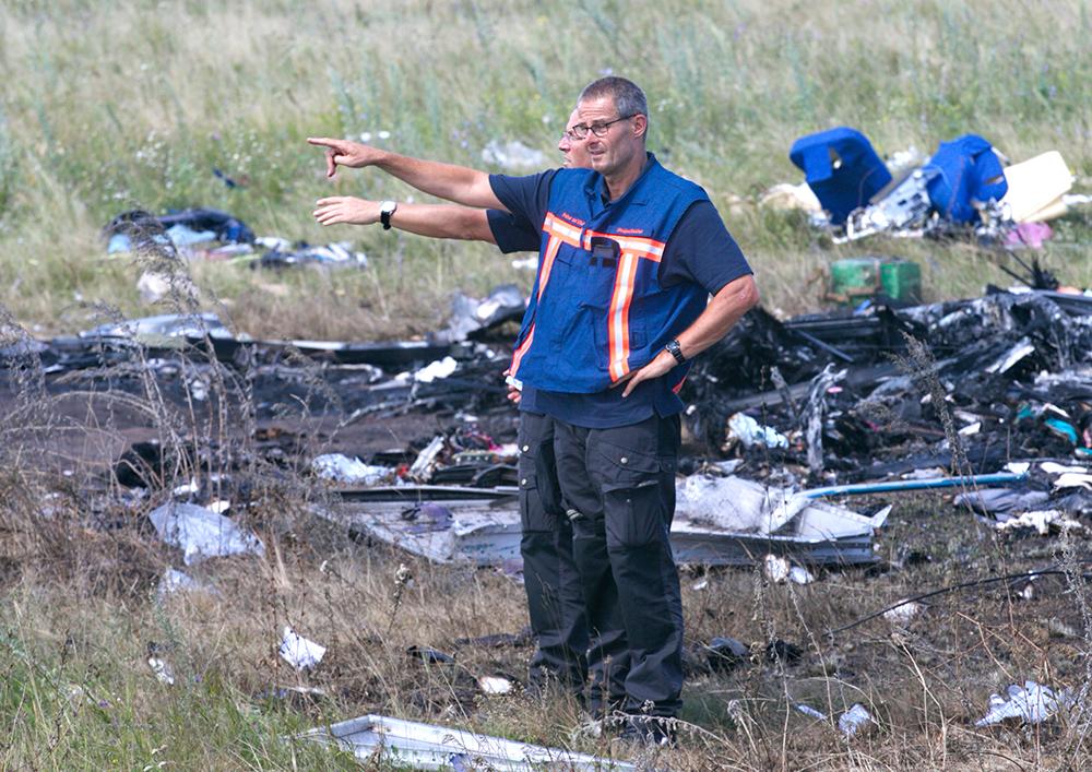 Эксперты ОБСЕ на месте падения Boeing 777 в Донецкой области