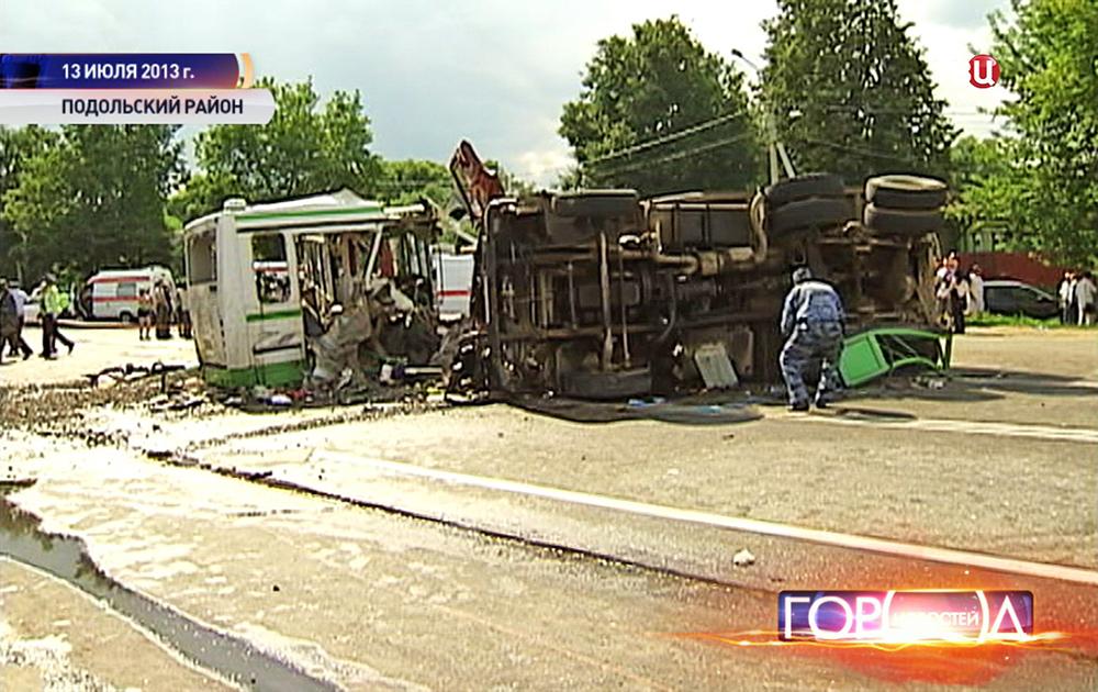 Последствия ДТП КАМАЗа и рейсового автобуса в Подольском районе в 2013 году