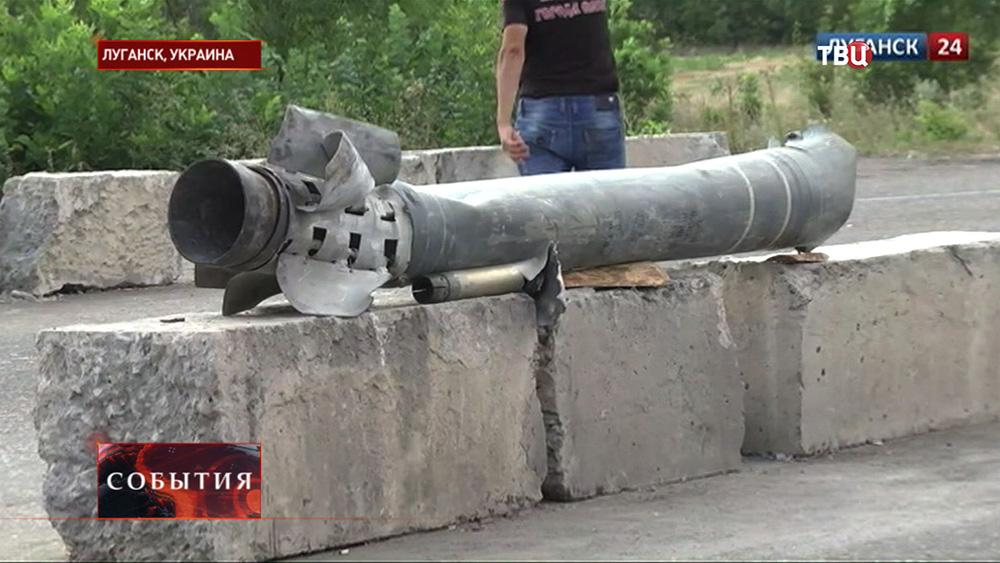 Последствия ракетного обстрела жилых кварталов Луганска