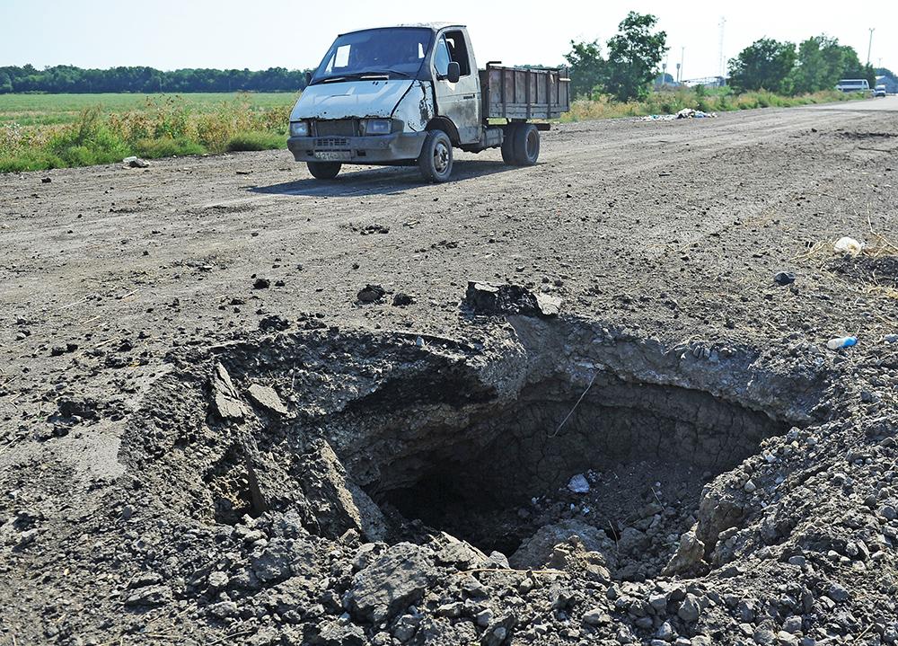 Последствия артобстрела жилых кварталов Нацгвардией Украины