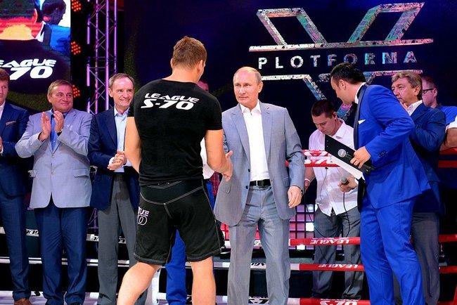 Владимир Путин поздравляет победителей международного турнира по боевому самбо