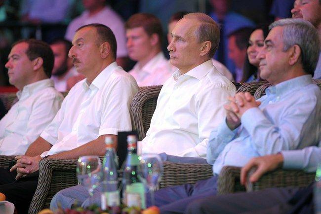Премьер-министр РФ Дмитрий Медведев, президент Азербайджана Ильхам Алиев, президент России Владимир Путин и президент Армении Серж Саргсян