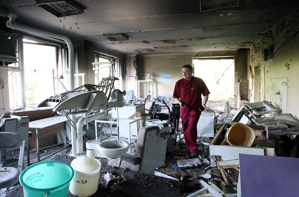 Результат обстрела ЦКГБ №1 в Донецке