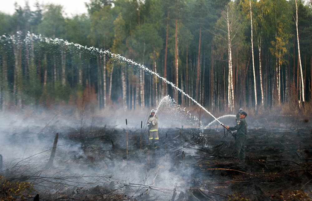 Тушение горящих торфяников в Тверской области