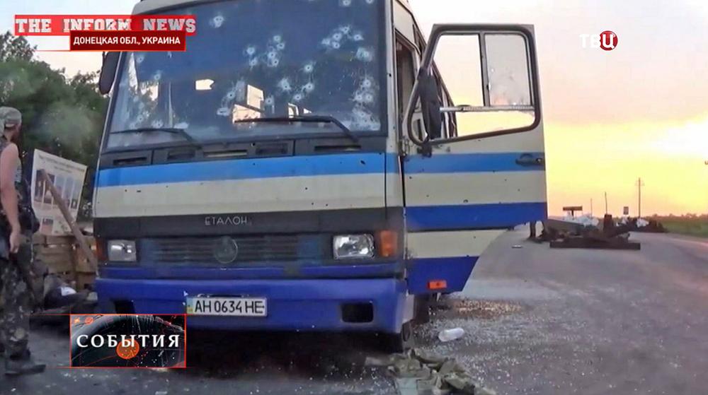"""Народные ополченцы ДНР расстреляли автобус с боевиками """"Правого сектора"""""""