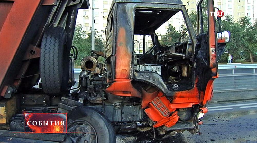 Выгоревшая кабина КАМАЗа
