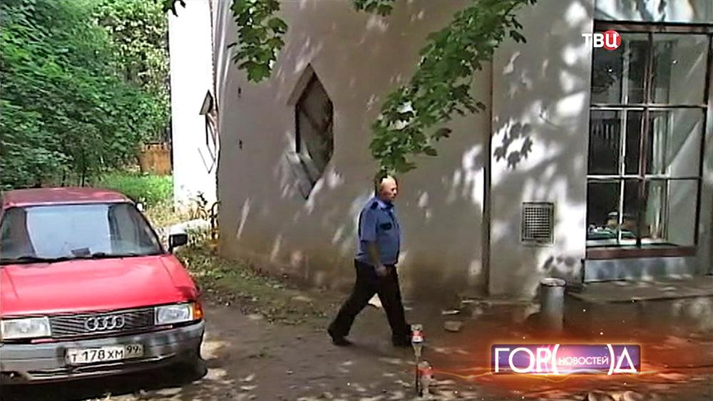 Охрана возле дома архитектора Константина Мельникова