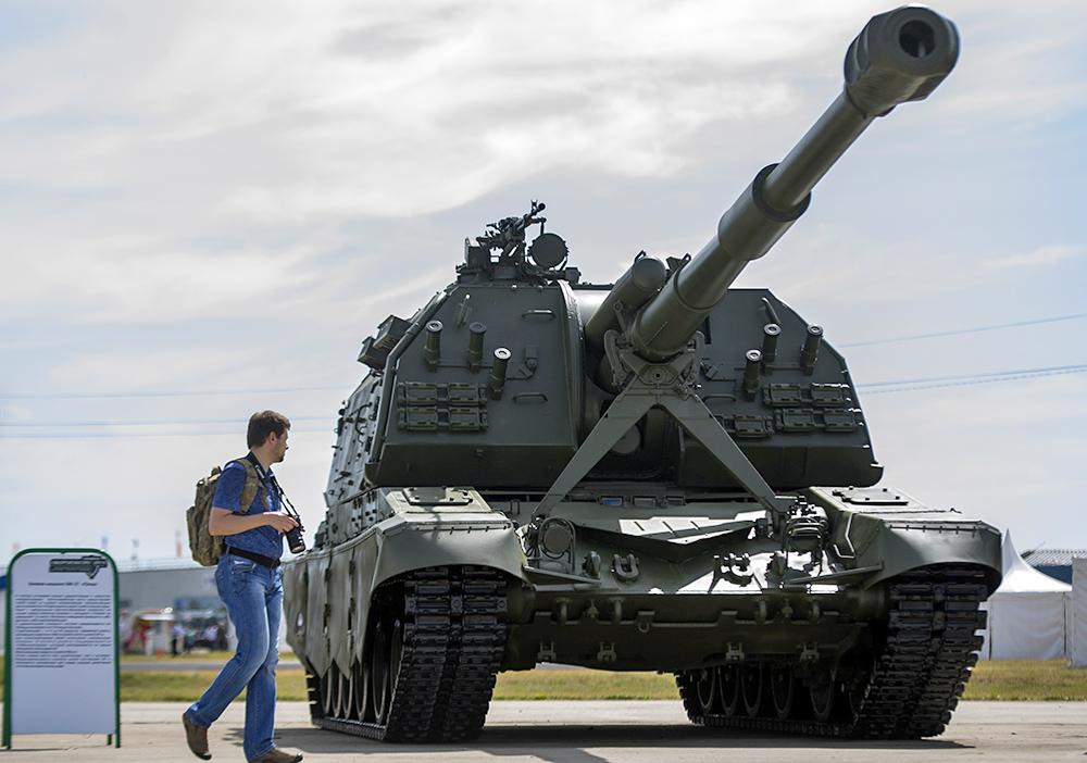 """Самоходная артиллерийская установка """"Мста-С"""" на Международной выставке вооружения """"Оборон-ЭКСПО-2014"""""""