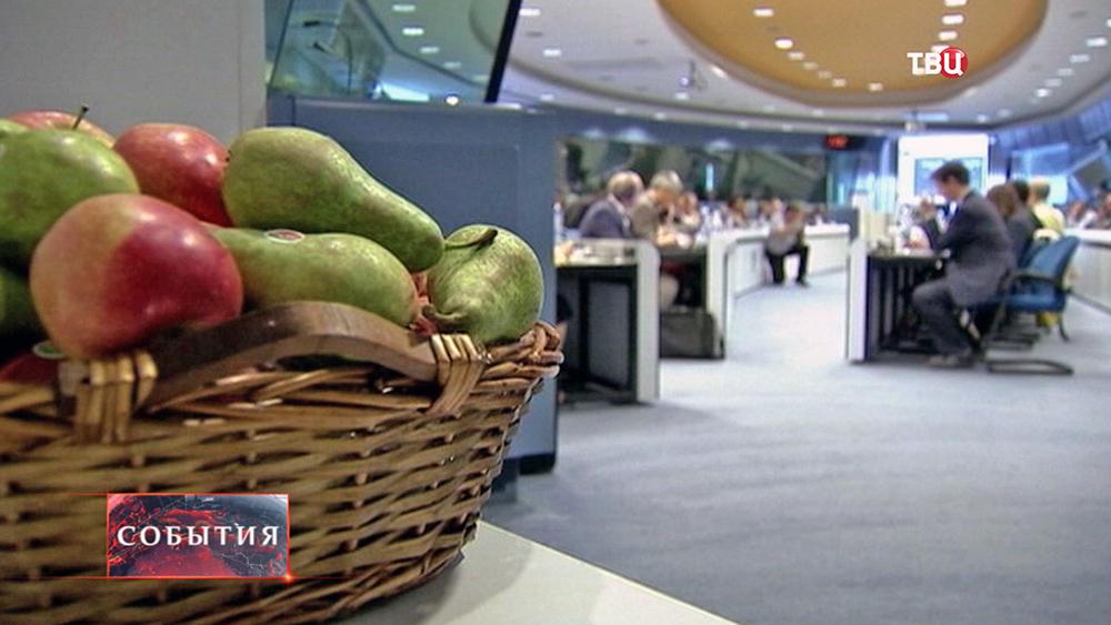Фрукты на заседании Еврокомиссии
