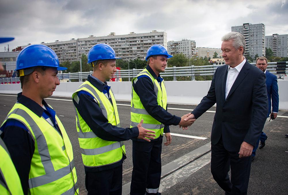 Мэр Москвы Сергей Собянин поздравляет строителей с завышением работ