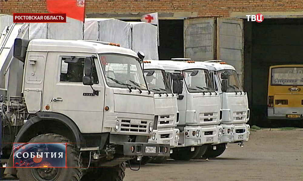 Колонна с гуманитарным грузом для юго-востока Украины в Ростовской области