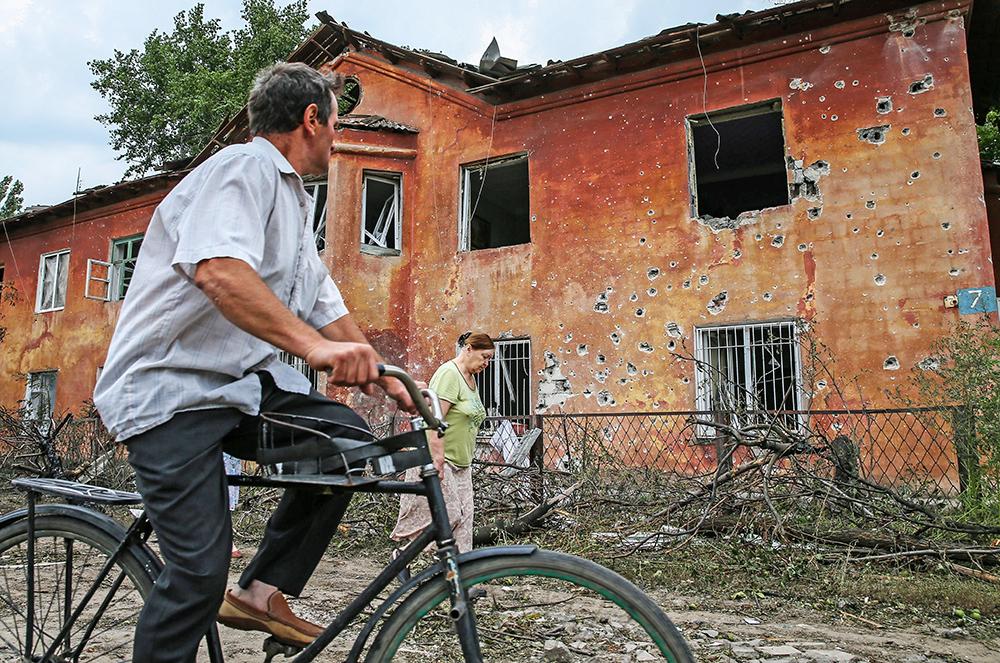 Последствия артобстрела Нацгвардией Украины жилых кварталов