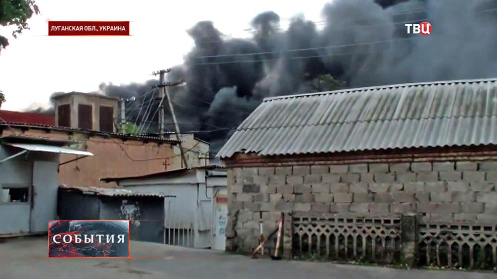 Последствия артобстрела Нацгвардией Украины жилых кварталов в Луганской области
