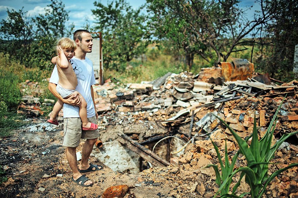 Последствия обстрела жилых кварталов юго-востока Украины