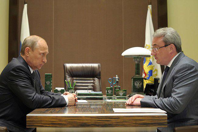 Президент России Владимир Путин и временно исполняющий обязанности Главы Республики Коми Вячеслав Гайзером
