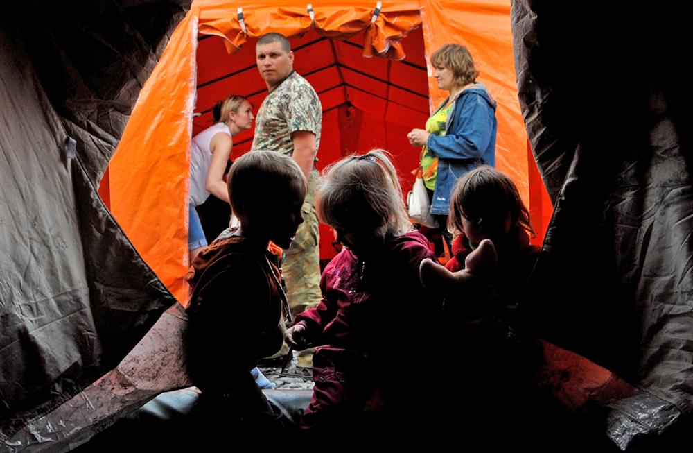 Беженцы с Украины в палаточном лагере