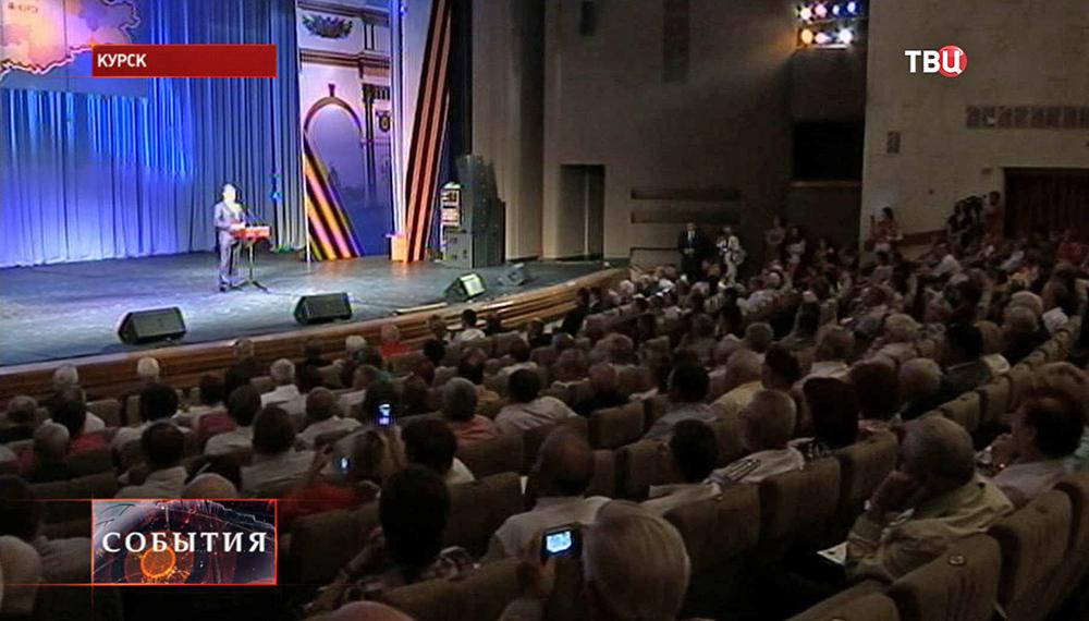 Премьер-министр России Дмитрий Медведев встретился с ветеранами в Курске