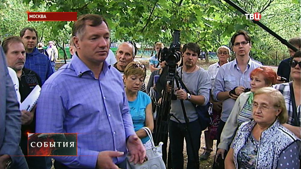 Заместитель мэра Марат Хуснуллин и жители