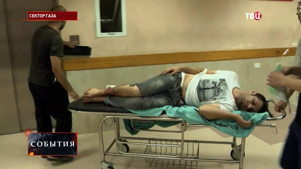 Пострадавший при обстреле сектора Газа