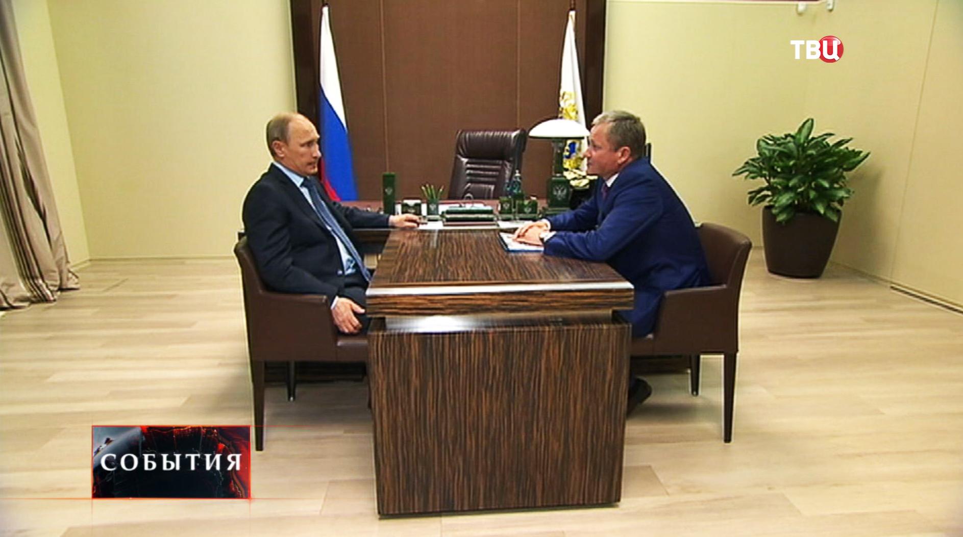 Президент России Владимир Путин и Алексей Кокорин во время встречи