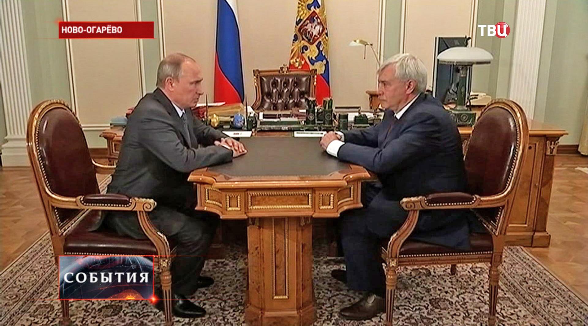 Перезидент России Владимир Путин и исполняющий обязанности губернатора Санкт-Петербурга Георгий Полтавченко во время встречи