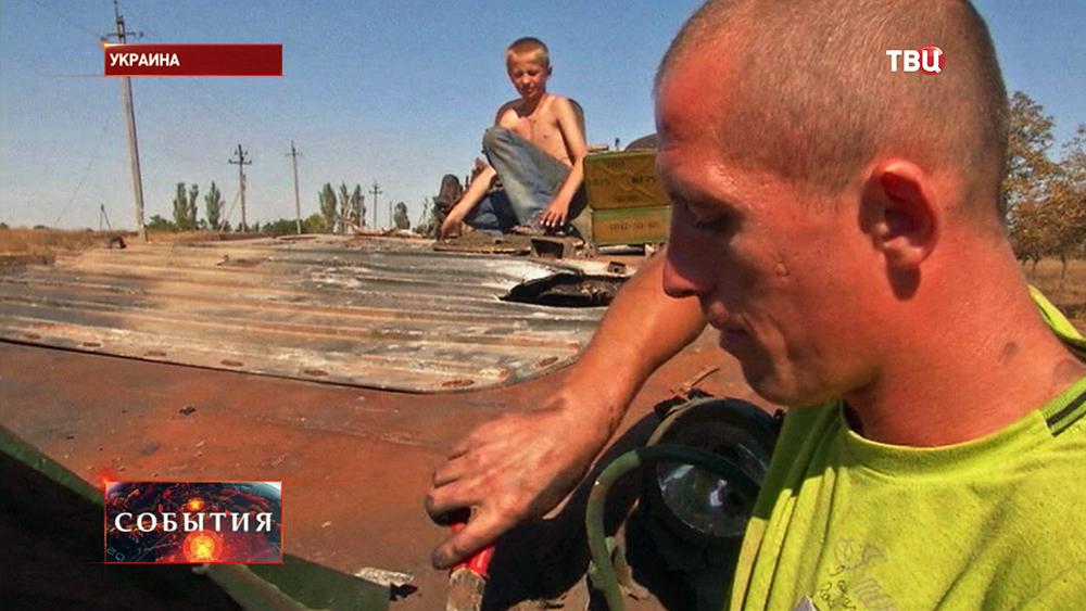 Жители юго-востока Украины разбирают военную технику