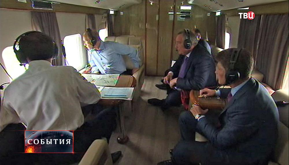 Владимир Путин осматривает область с вертолета
