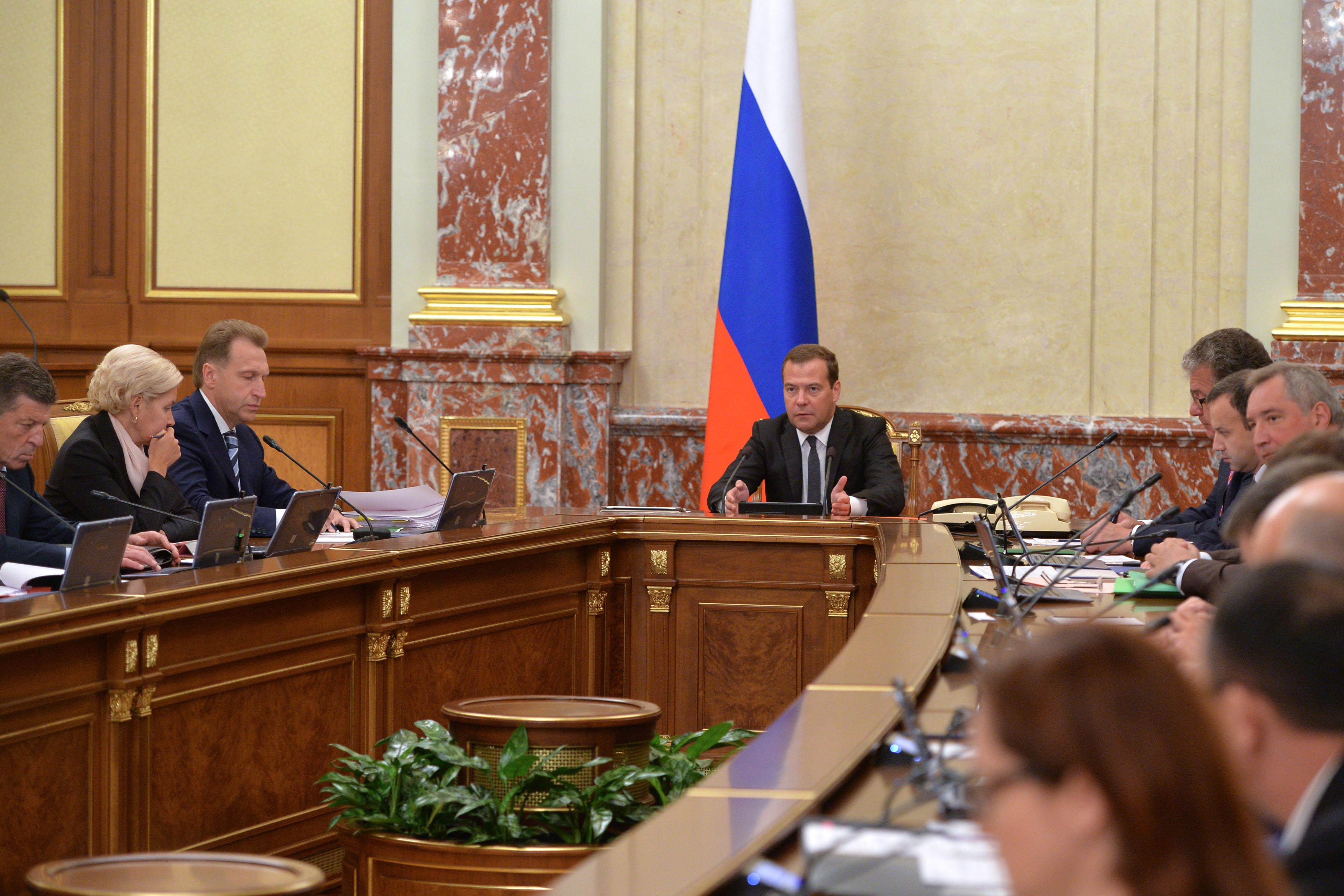 Дмиртий Медведев на заседании правительства РФ