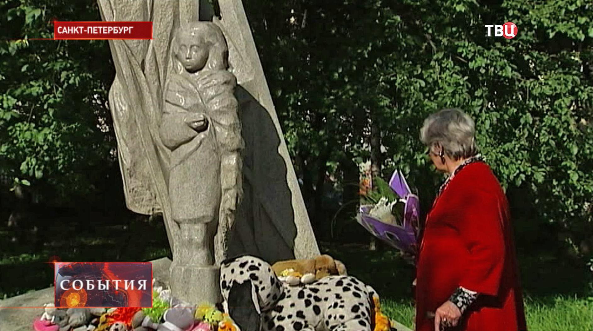Памятник детям блокады на Наличной улице в Санкт-Петербурге