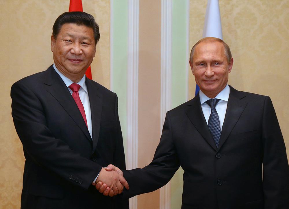 Председатель КНР Си Цзиньпин и президент РФ Владимир Путин во время встречи