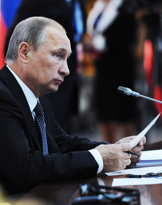 Президент России Владимир Путин на саммите ШОС в Душанбе