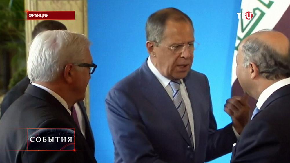 Глава МИД Германии Франк-Вальтер Штайнмайер и министр иностранных дел России Сергей Лавров