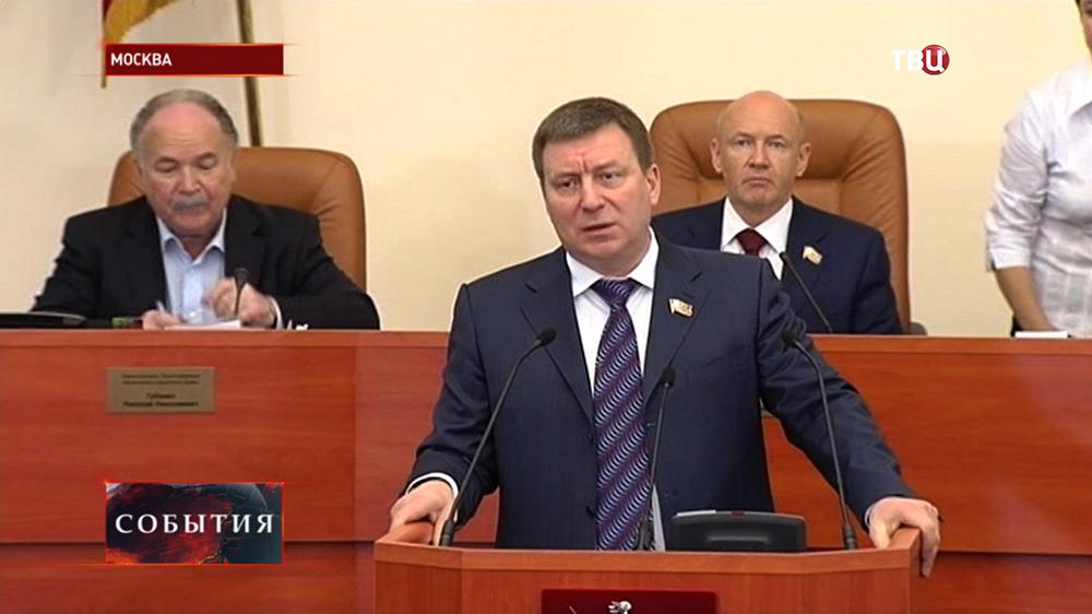 Николай Губенко, Андрей Метельский и Владимир Платонов на заседании в Мосгордуме