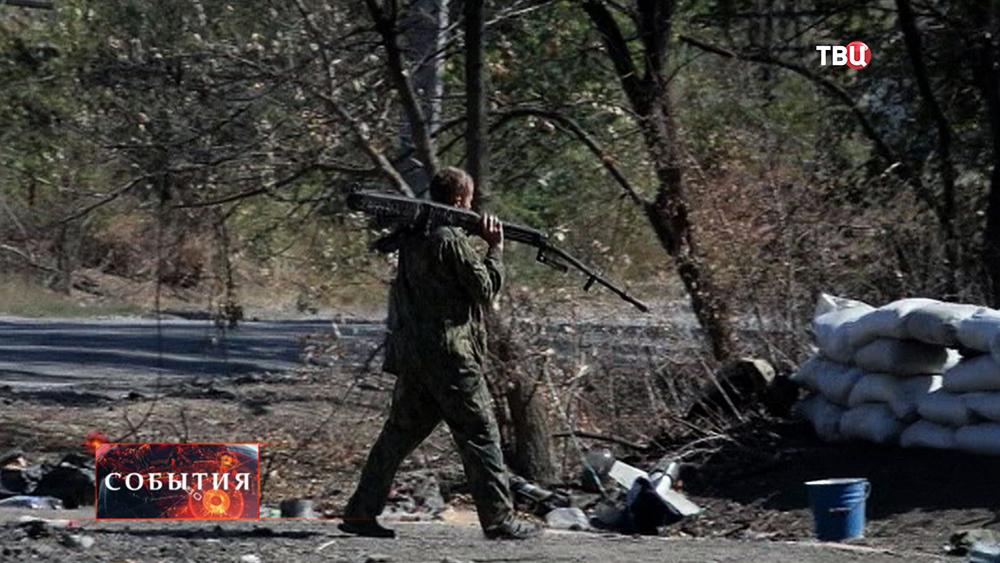 Бойцы народного ополчения Новороссии проводят разминирование