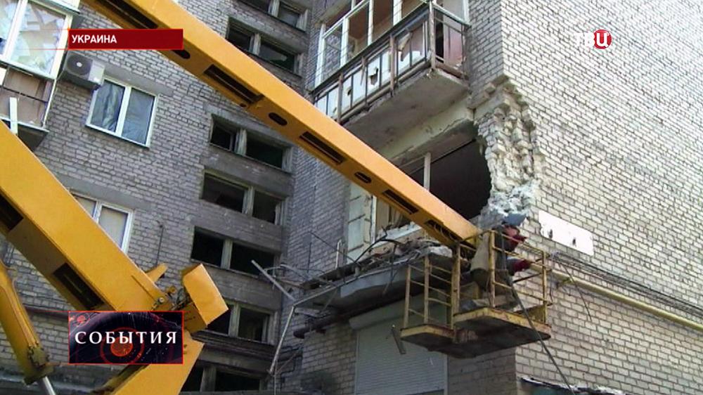 Коммунальные службы юго-востока Украины устраняют последствия обстрела