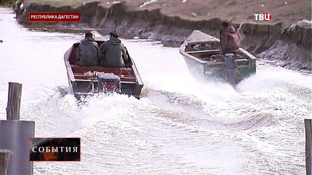 Рыболовы на лодках в Дагестане