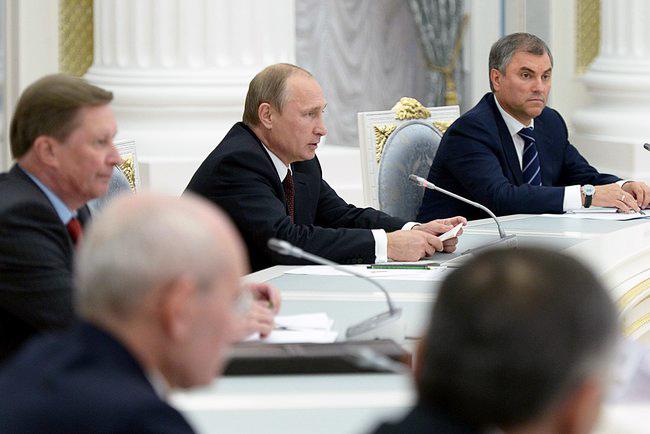 Президент России Владимир Путин на заседании в Кремле