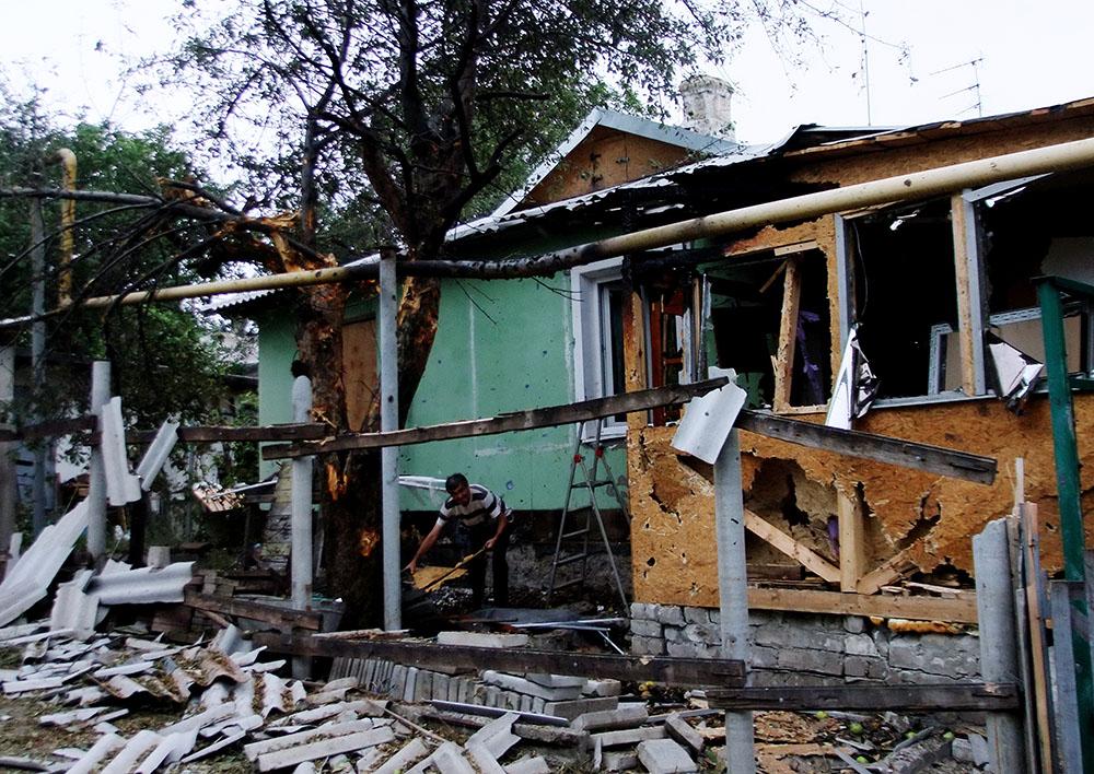 Жилой дом, разрушенный в результате артиллерийского обстрела