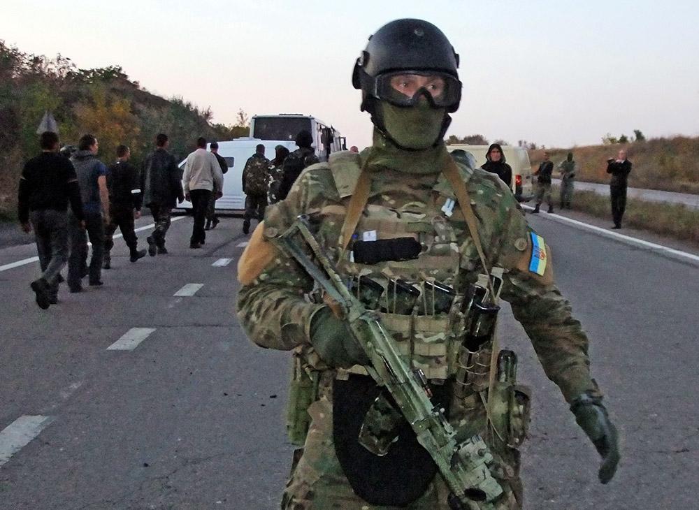 Пиздят пленных украинские солдаты