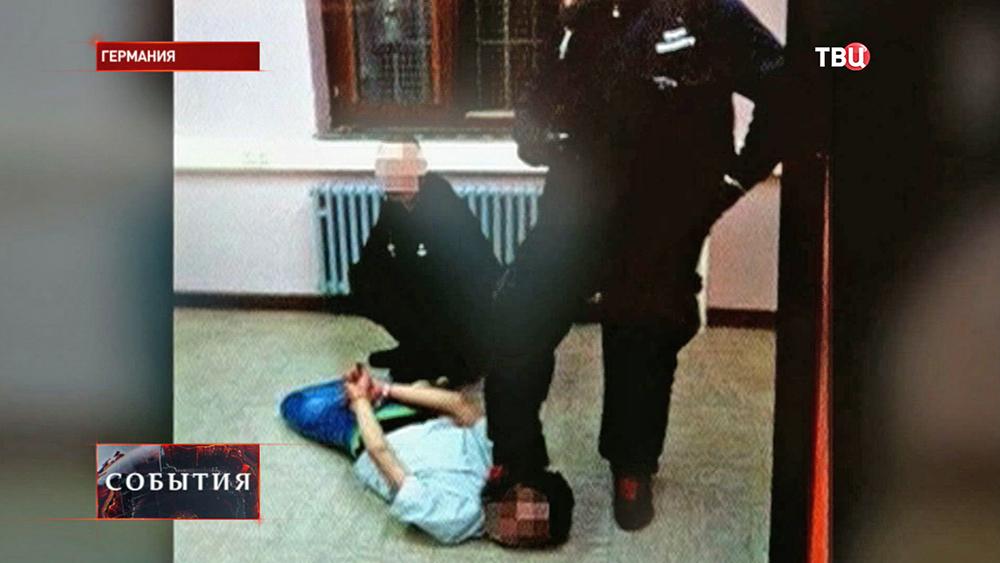 Жестокое обращение с иммигрантами в центре временного содержания в Германии