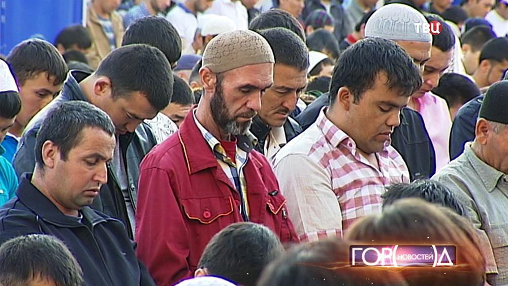 Мусульмане во время намаза
