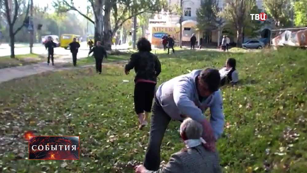 Пострадавшие при обстреле Нацгвардией Украины жилых районов Донецка