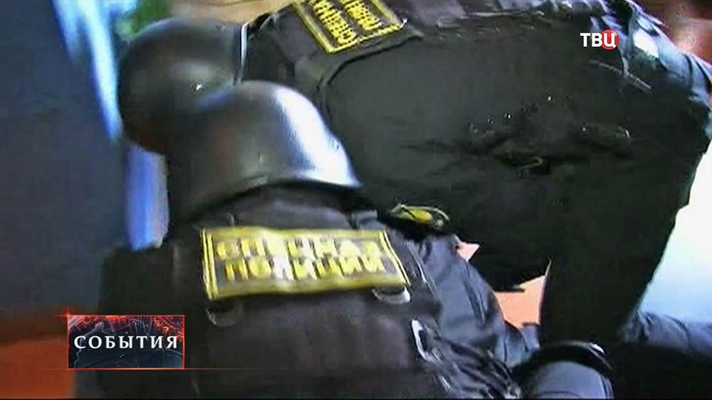 Спецназ полиции проводит задержание