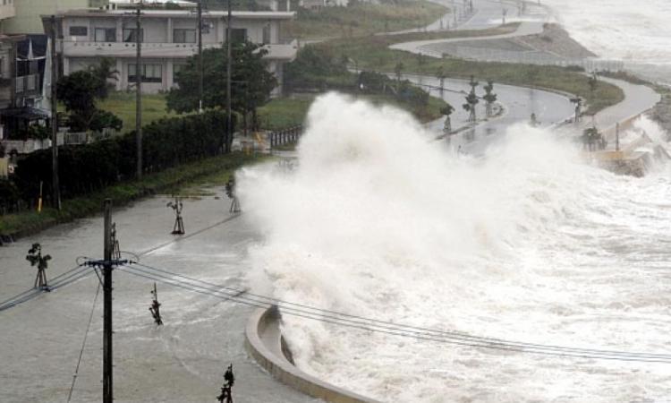 "Тайфун ""Фанфон"" в Японии"