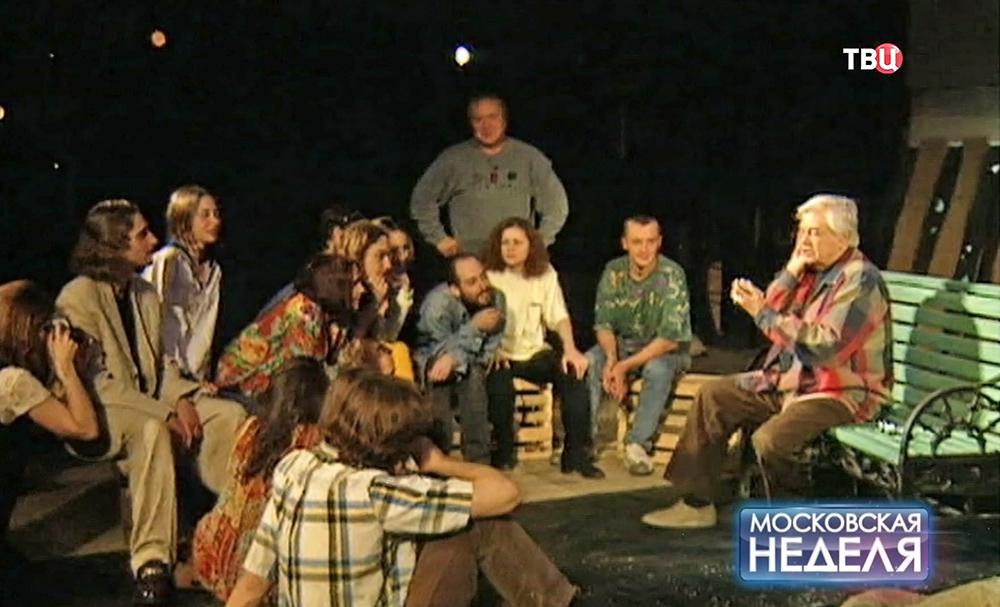 Любимов проводит репетицию в театре на Таганке